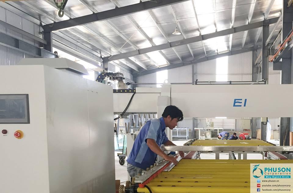 Máy mài thô 4 cạnh hoàn toàn tự động EI tại nhà máy DANA GLASS