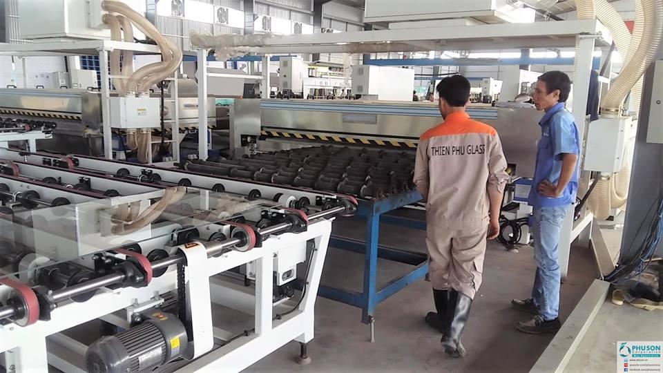 Máy tự động nạp và dỡ kính YINRUI tại nhà máy THIEN PHU GLASS.
