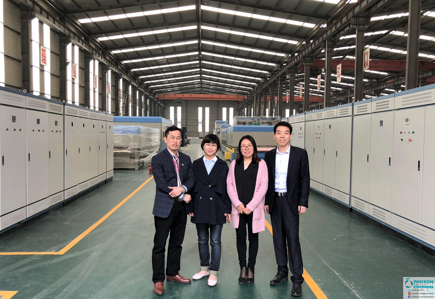 The visit and worked at the manufacturer of FULL-TIME tempered glass production line