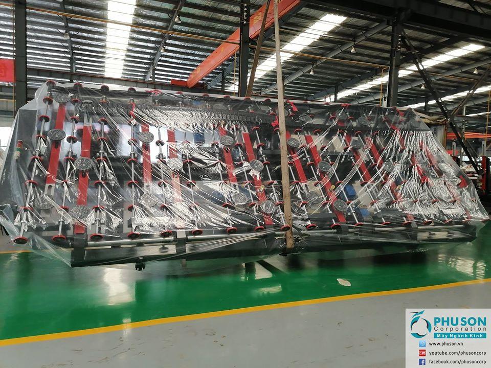 Robot nạp kính và bàn bẻ tách kính khổ lớn CHAOYANG về nhà máy RICCO GLASS.