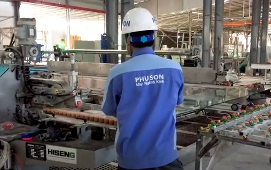PHU SON Corporation delivered the HISENG 2020 side-by-side machine with the 2016 machine into a line at BAO TRAN GLASS