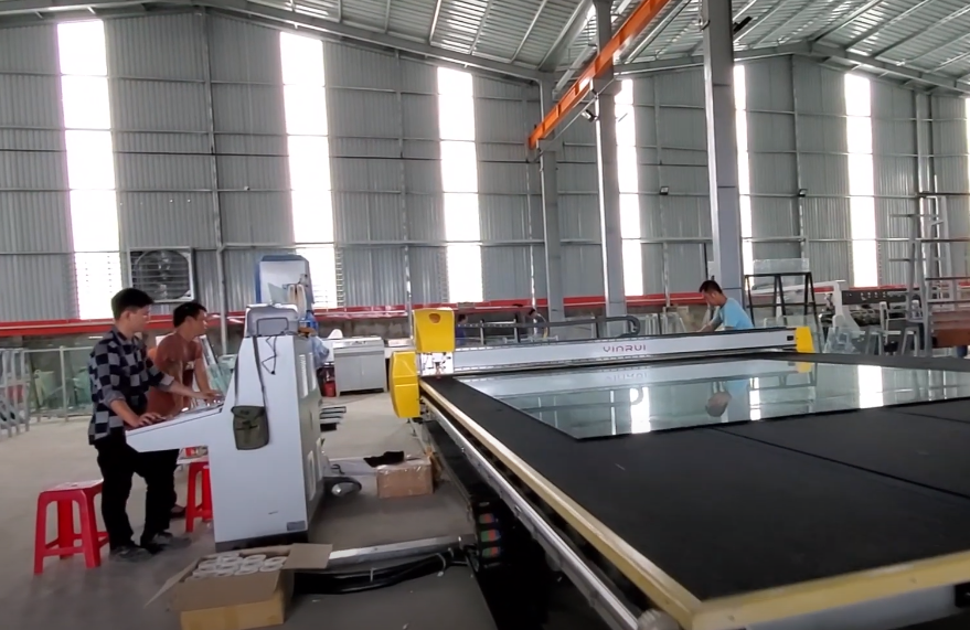 YINRUI automatic glass loading-cutting-breaking line at MINH DUNG GLASS factory.